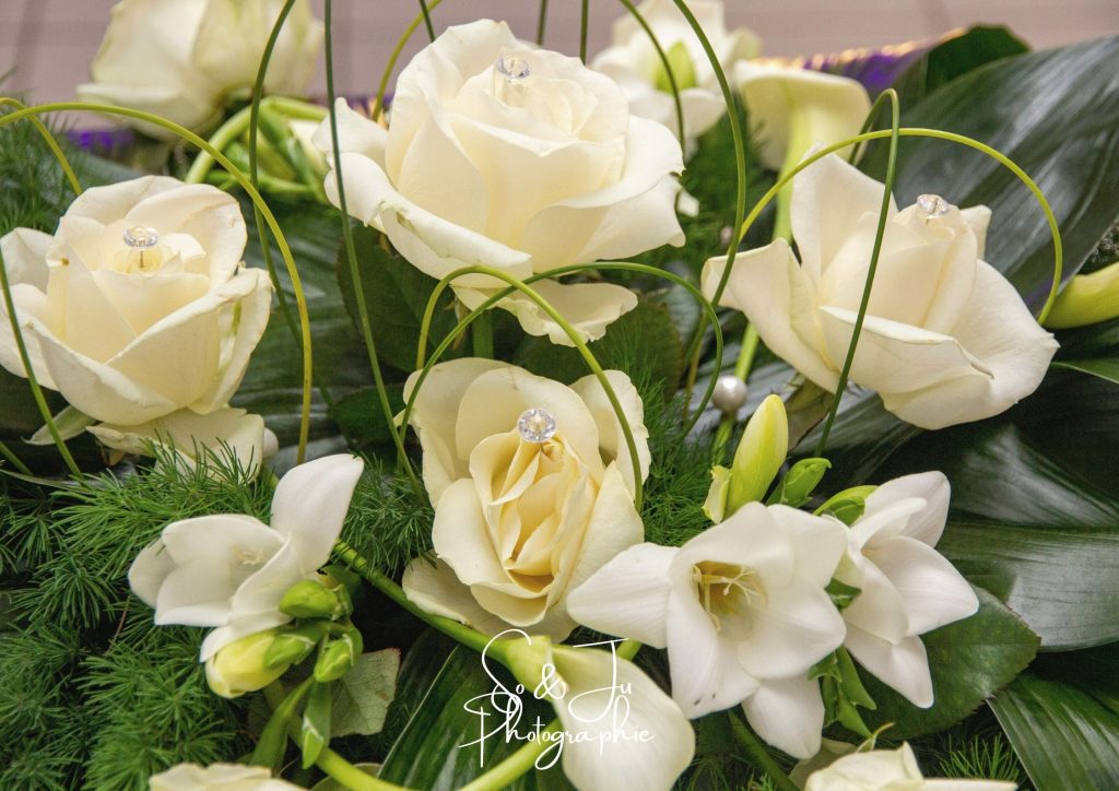 centre table roses blanches fleurs mariage